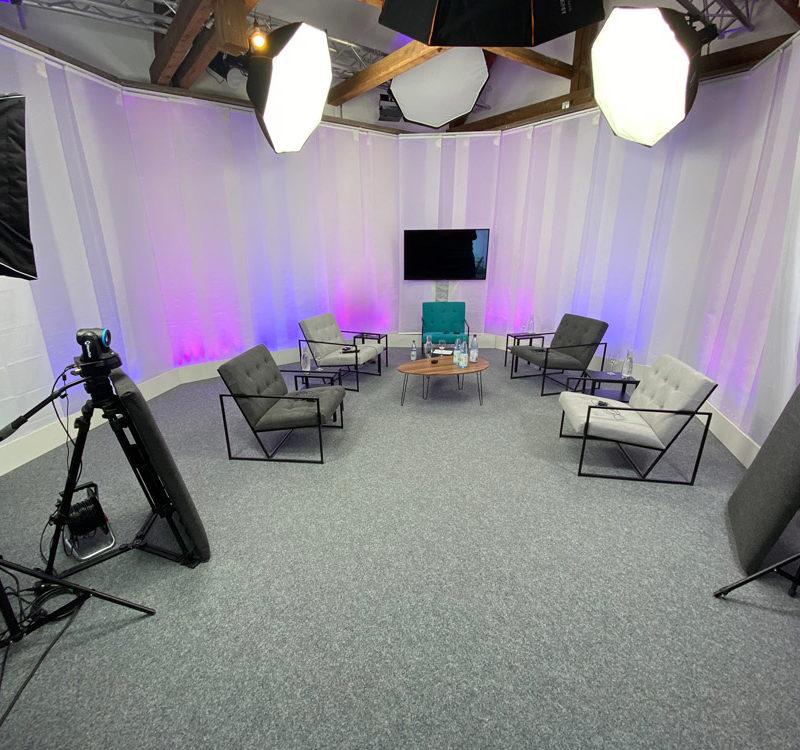 vobitz-studio-talk-setting